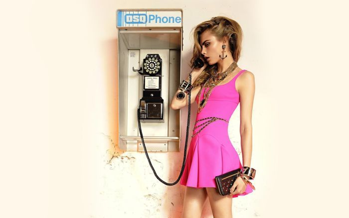 Girls___Beautyful_Girls_The_girl_with_the_phone_041263_