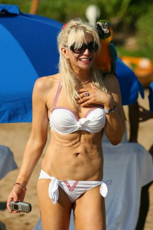 Женщины, которым не стоит оголяться на пляже.